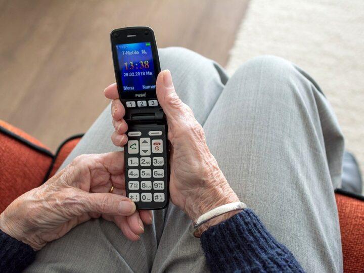 La tecnologia contagia pure gli anziani